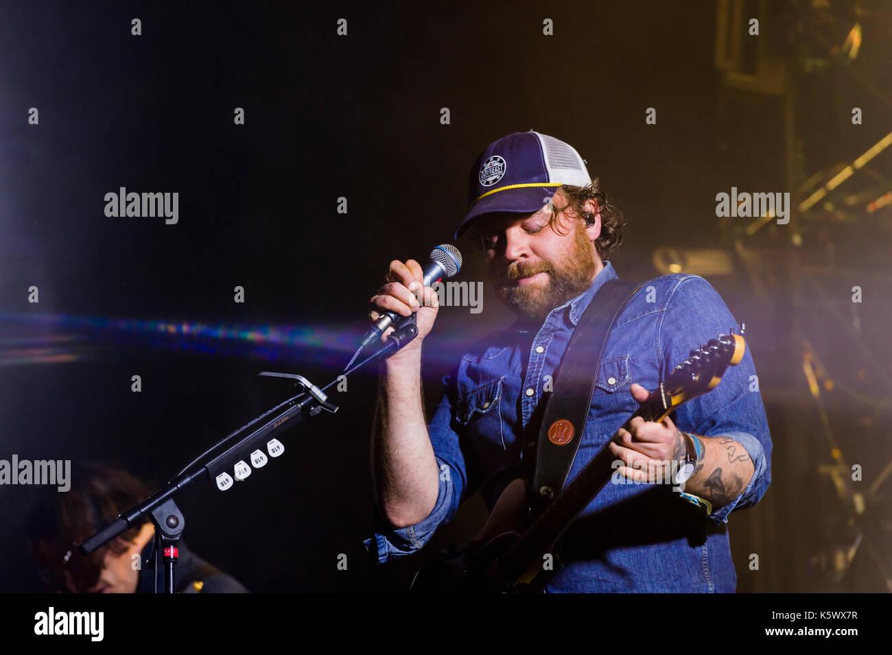 Thornhill, Schottland, Großbritannien - 1 September, 2017: Scott Hutchison von Scottish indie rock Band verängstigten Kaninchen dachverkleidung Tag 1 von elektrischen Feldern Festiva Stockbild