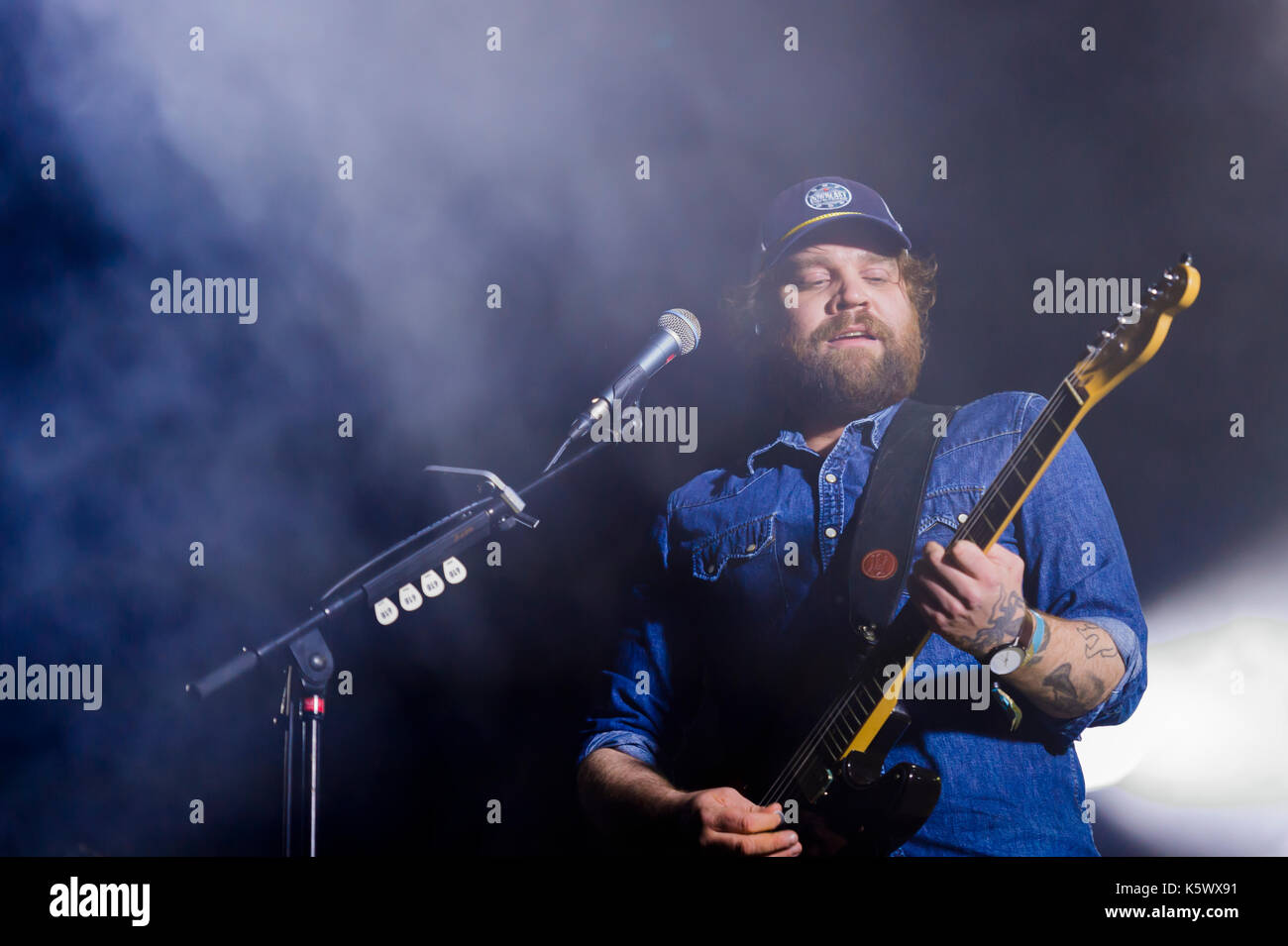 Thornhill, Schottland, Großbritannien - 1 September, 2017: Scott Hutchison von Scottish indie rock Band verängstigten Kaninchen dachverkleidung Tag 1 von elektrischen Feldern Festiva Stockbild