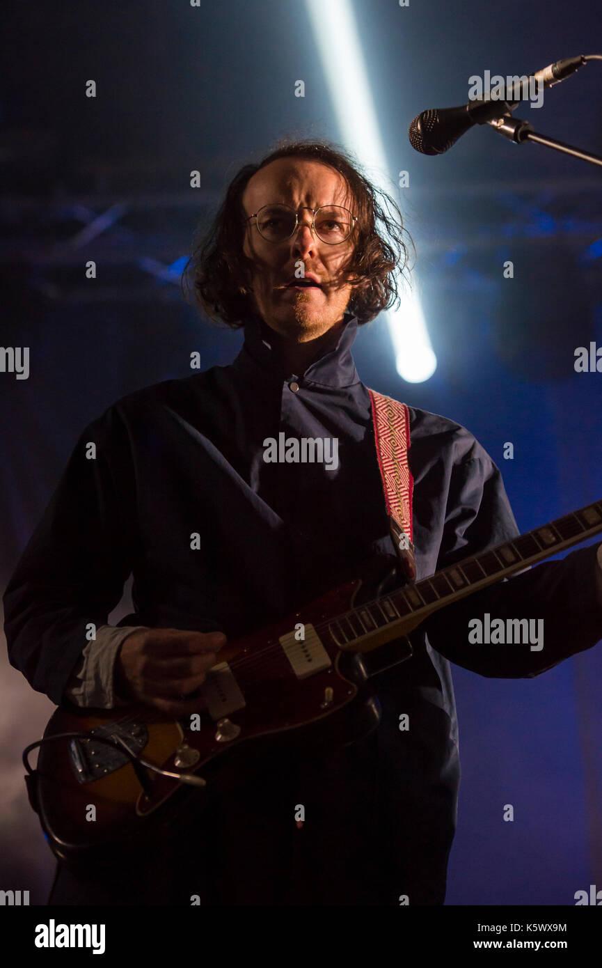 Thornhill, Schottland, Großbritannien - 1 September, 2017: Andy Monaghan der Schottischen indie rock Band verängstigten Kaninchen dachverkleidung Tag 1 von elektrischen Feldern Festival. Stockbild