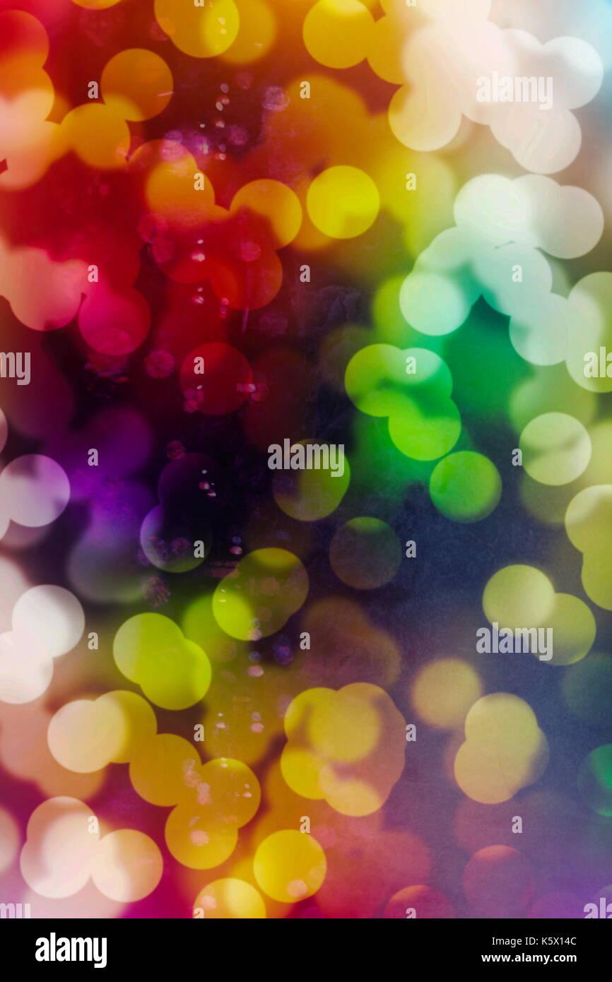 Festliche Hintergrund mit natürlichen Bokeh und helle Golden Lights. Vintage Magic Hintergrund mit bunten Bokeh. Frühling Sommer Weihnachten Silvester disco p Stockbild