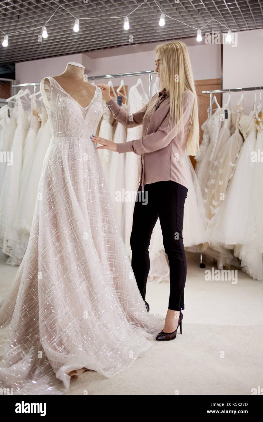 Mannequin Gown Stockfotos & Mannequin Gown Bilder - Seite 3 - Alamy