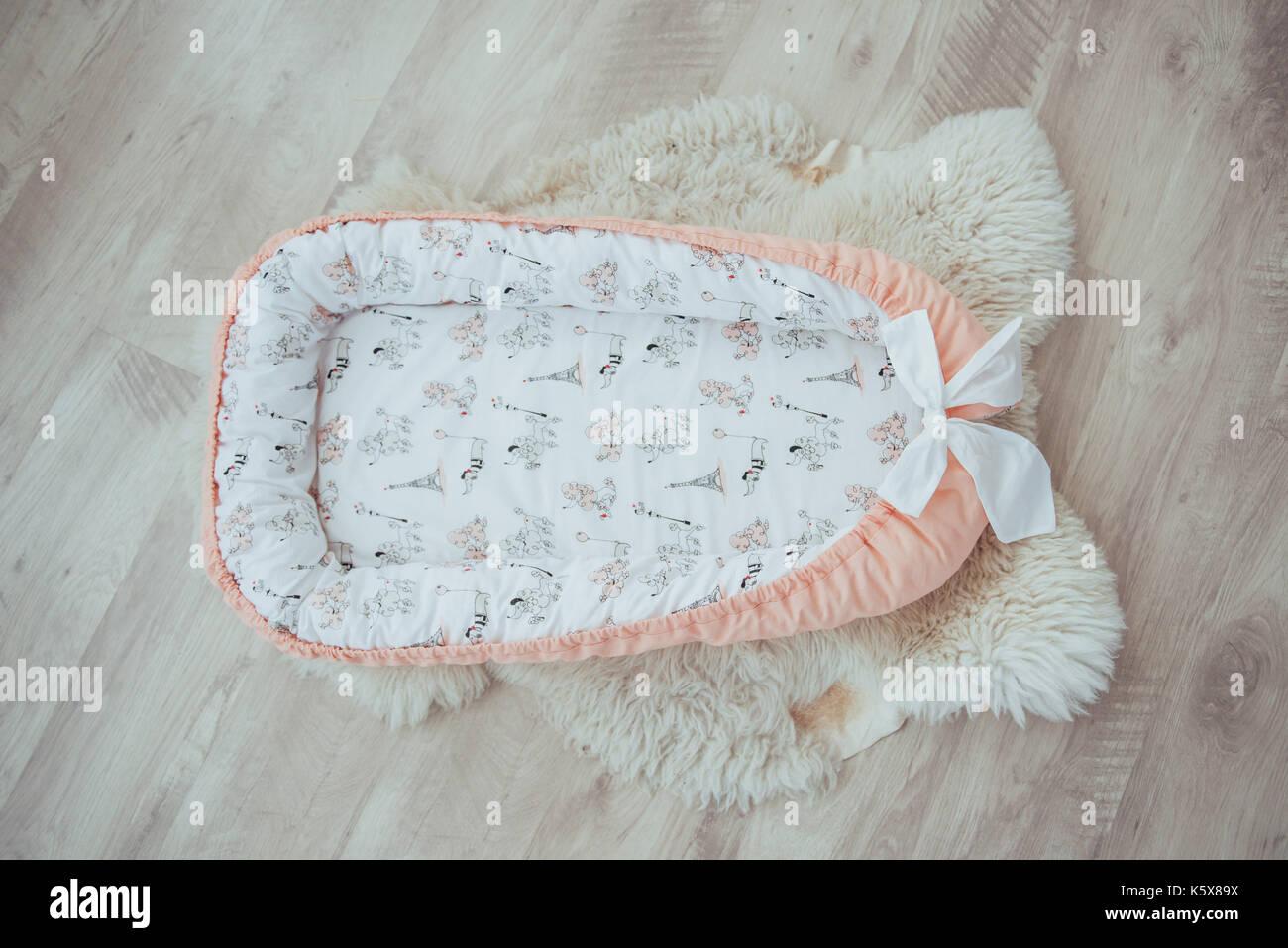 Betten Fur Kinder Schone Helle Textilien Stockfoto Bild 158543894