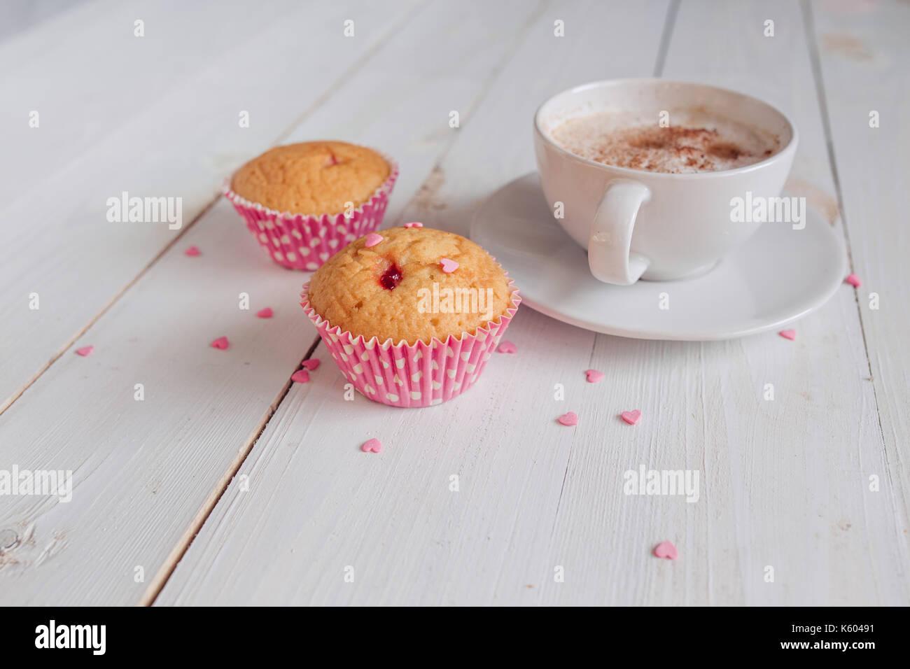 Kaffeebecher Mit Kuchen Und Noten Guten Morgen Auf Weißem