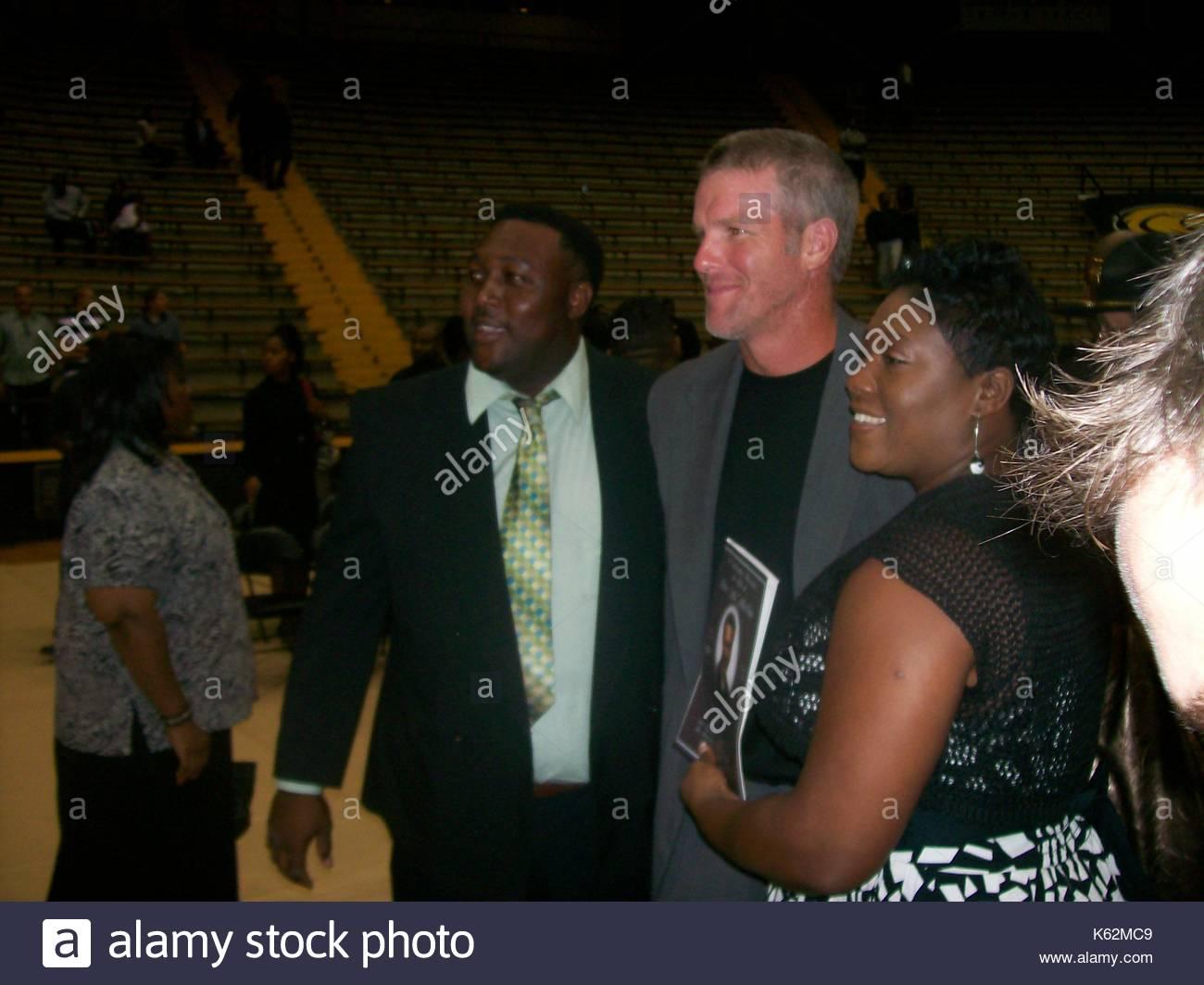 Gaste Besuchen Steve Mcnair S Funeral Tausende Stromen Zu Ex Nfl Qb