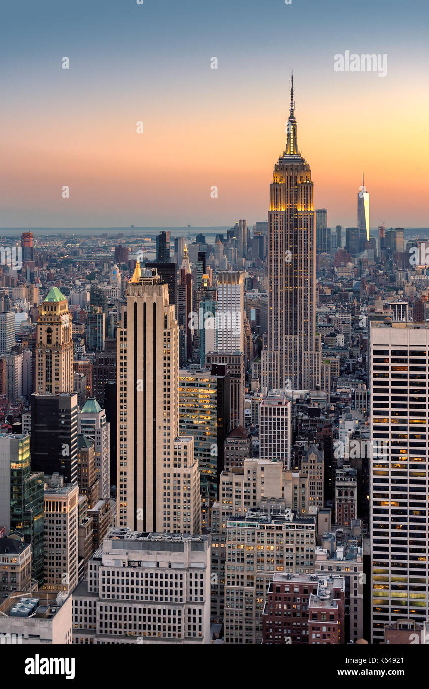 New York City Skyline im Sonnenuntergang, Luftbild. Stockbild