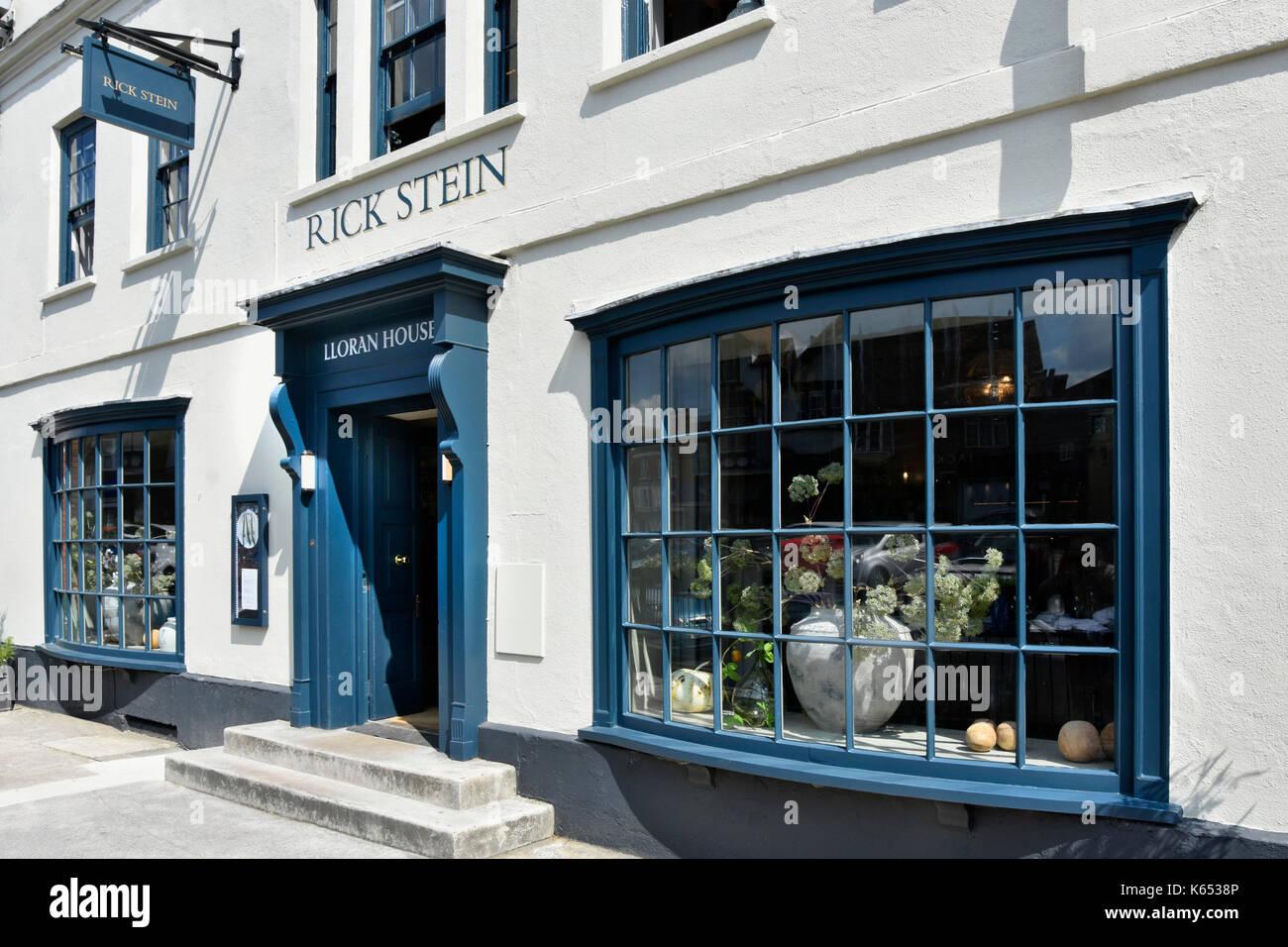 Rick Stein Fisch und Meeresfrüchte Restaurant vordere Höhe und Erkerfenster mit Eingang in der High Street Marlborough Wiltshire England Großbritannien Stockbild