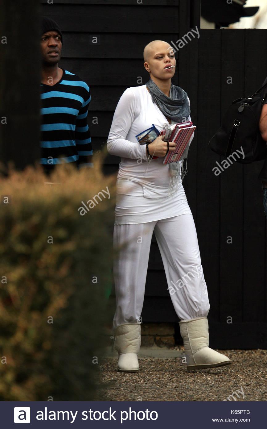Jade Goody. Jade Goody verlässt ihr Haus und Köpfe zu St Clare ...