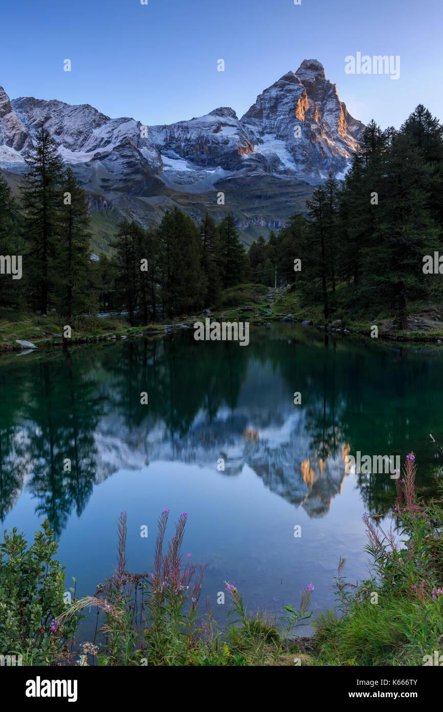 Lago Blu (Blauer See) mit Monte Cervino (Matterhorn), Breuil Cervinia Aostatal, Alpen, Italien Stockbild