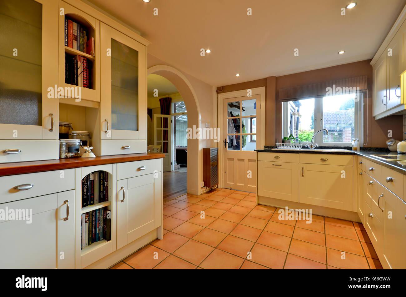 Fantastisch Küchenwand Lackfarben Mit Sahne Schränke Fotos - Ideen ...