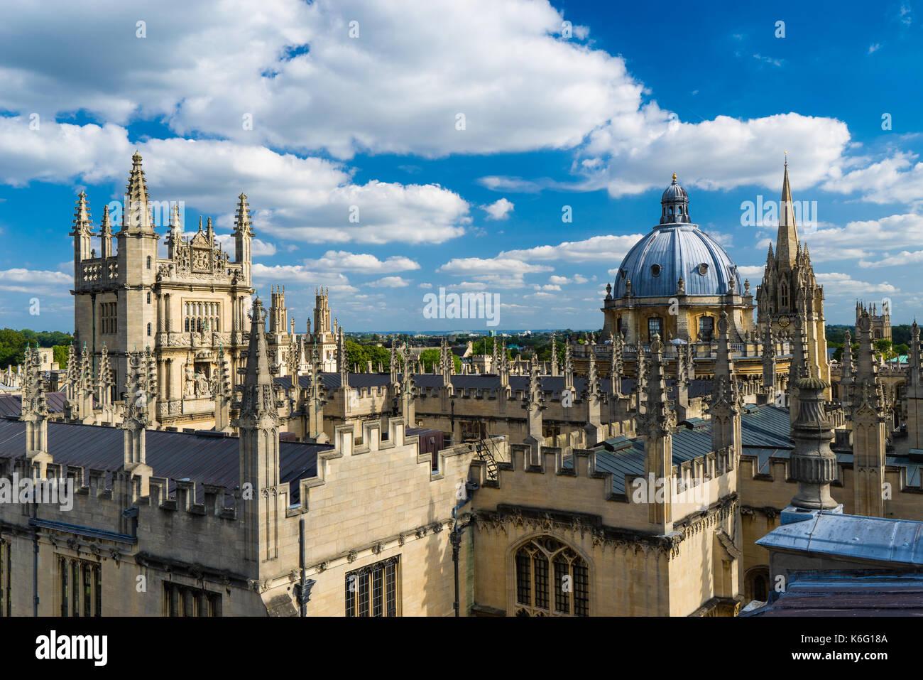 Blick auf die Skyline der Stadt von der Kuppel des Sheldonian Theatre, Oxford, England. Stockbild