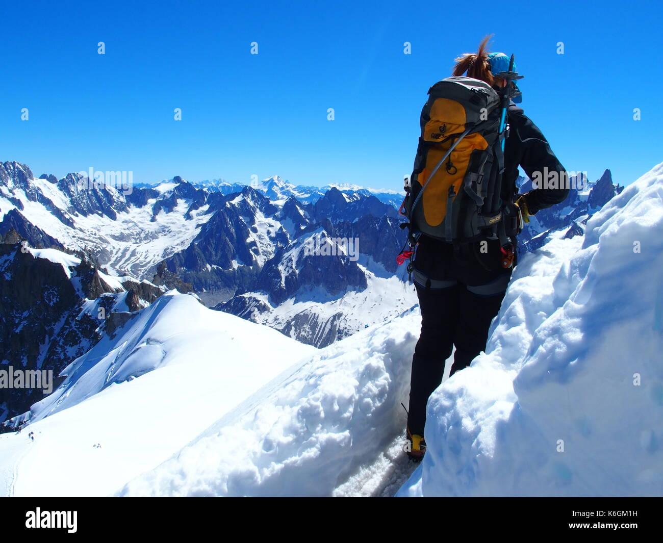 Klettersteig Chamonix : Alpinist bergsteiger in französische alpen chamonix