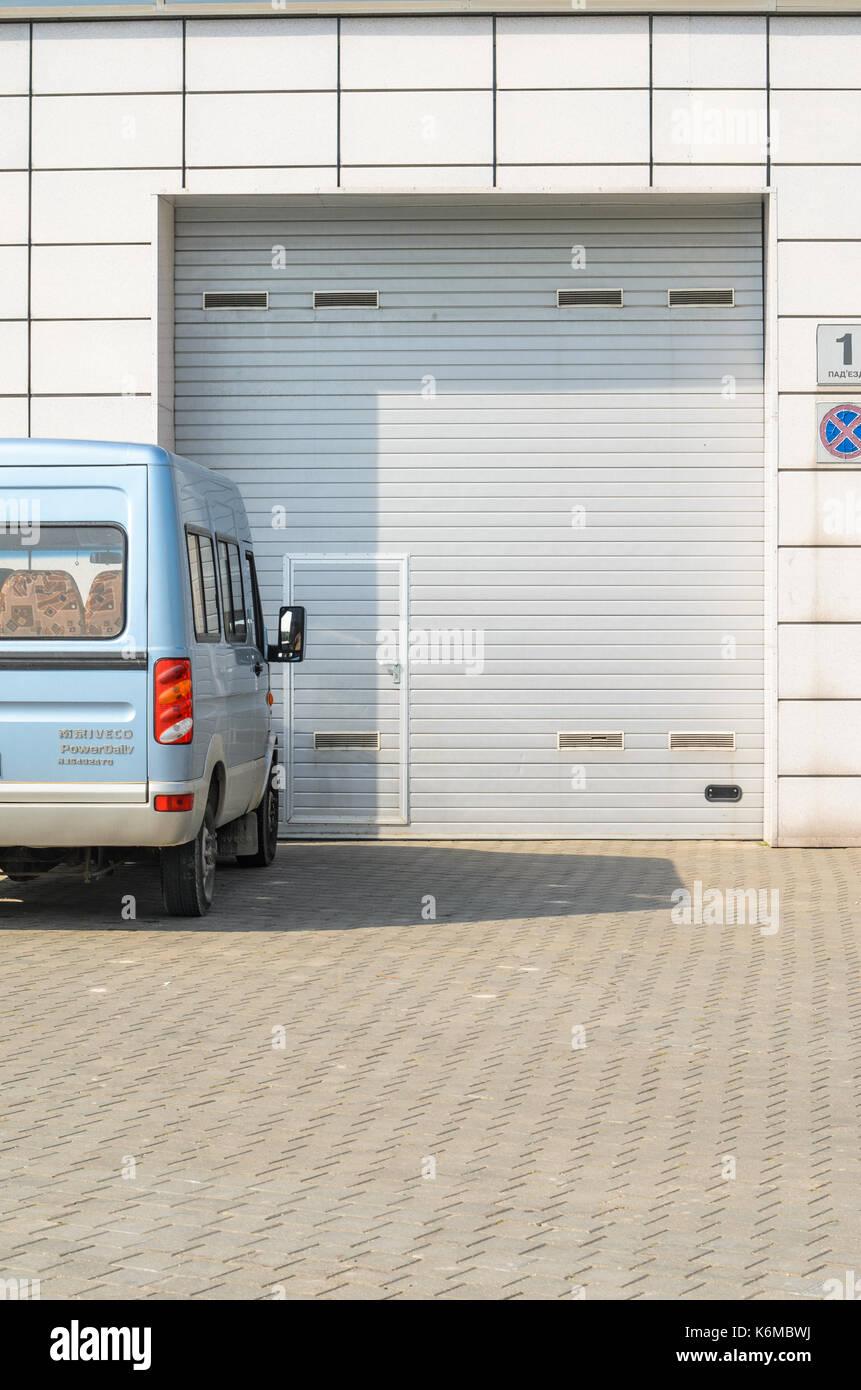 Unglaublich Garagentor Größe Sammlung Von Graues Und Einen Geparkten . Großen Automatischen