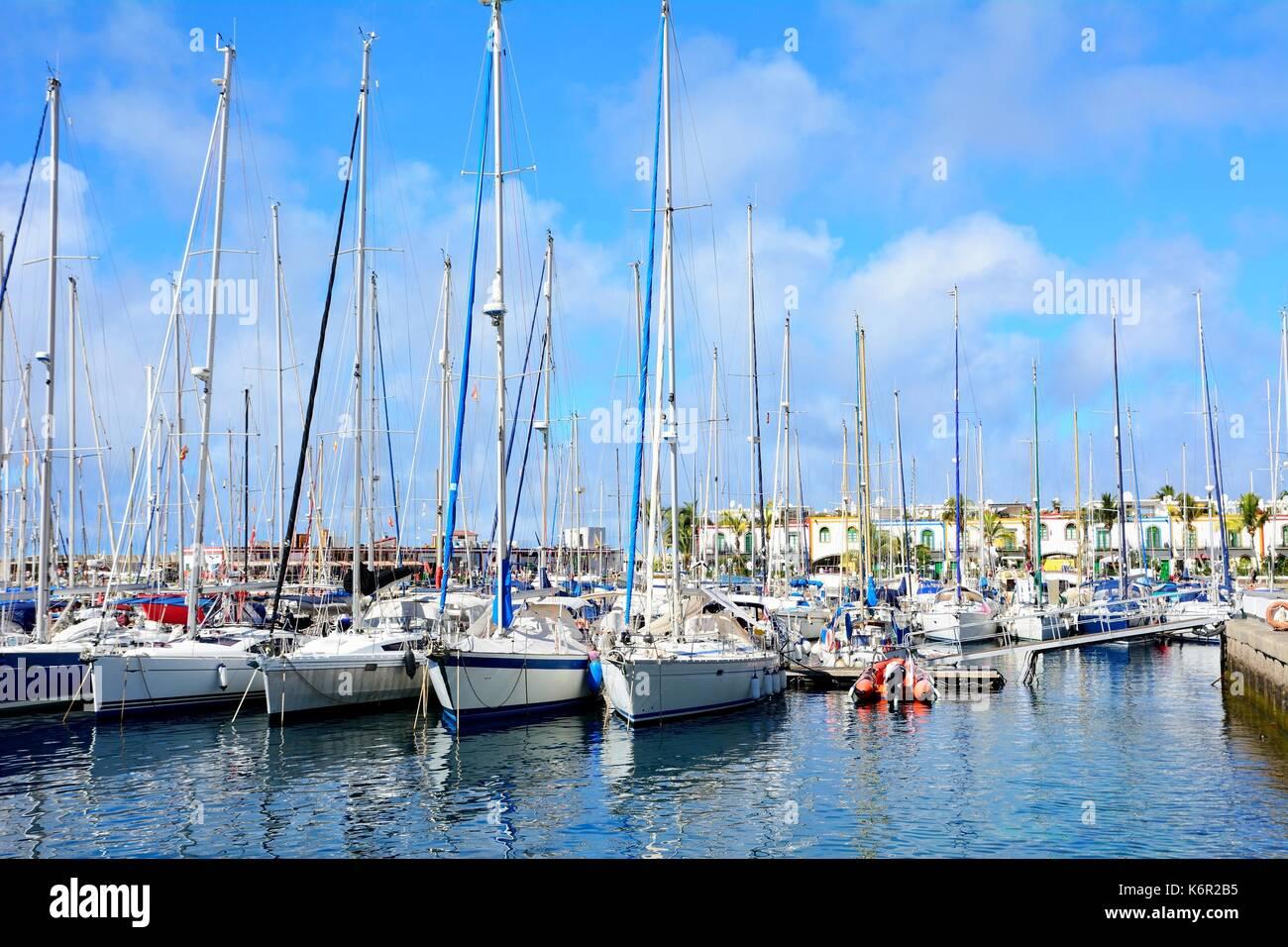 Boote im Hafen von Puero de Mogan auf Gran Canaria. Stockbild