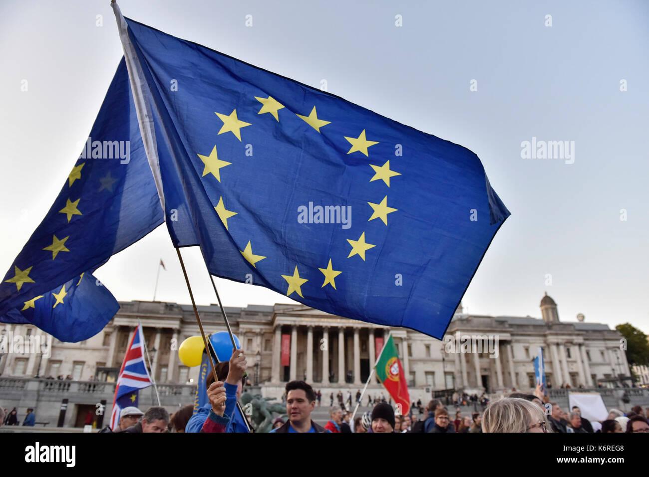 London, Großbritannien. 13 Sep, 2017. Menschen versammeln sich zu einer Kundgebung am Trafalgar Square in London, Britain on Sept. 13, 2017. Eine Rallye wurde hier am Mittwoch gehalten, die Rechte der EU-Bürger in Großbritannien und die britischen Bürger in der EU zu halten, nachdem Brexit. Credit: Stephen Chung/Xinhua/Alamy leben Nachrichten Stockfoto