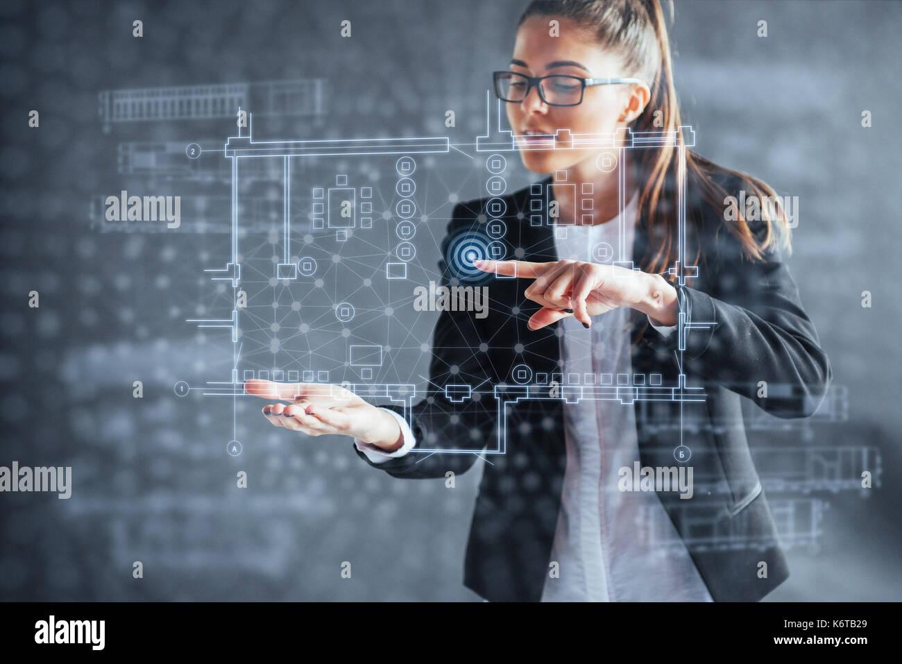 Die Person im Vorstand einer finanziellen Dashboards mit den wichtigsten Indikatoren der Entwicklung an den Aktienmärkten und Business Intelligence. Stockbild