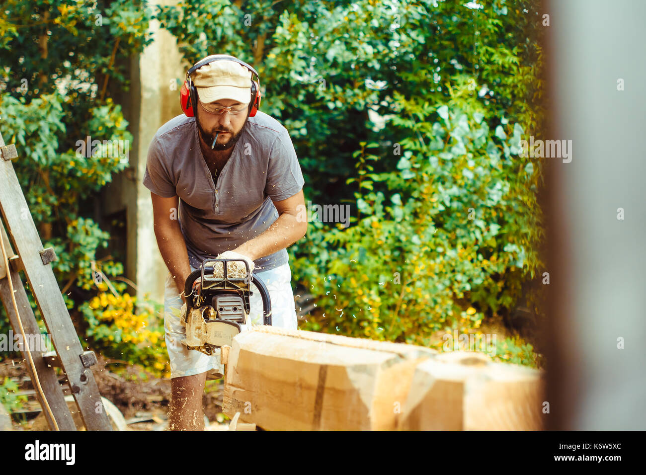 logger chainsaw stockfotos logger chainsaw bilder alamy. Black Bedroom Furniture Sets. Home Design Ideas