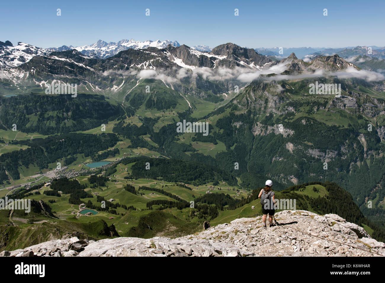 Klettersteig Rigidalstock : Kletterer auf der via ferrata rigidalstockwand unterhalb des