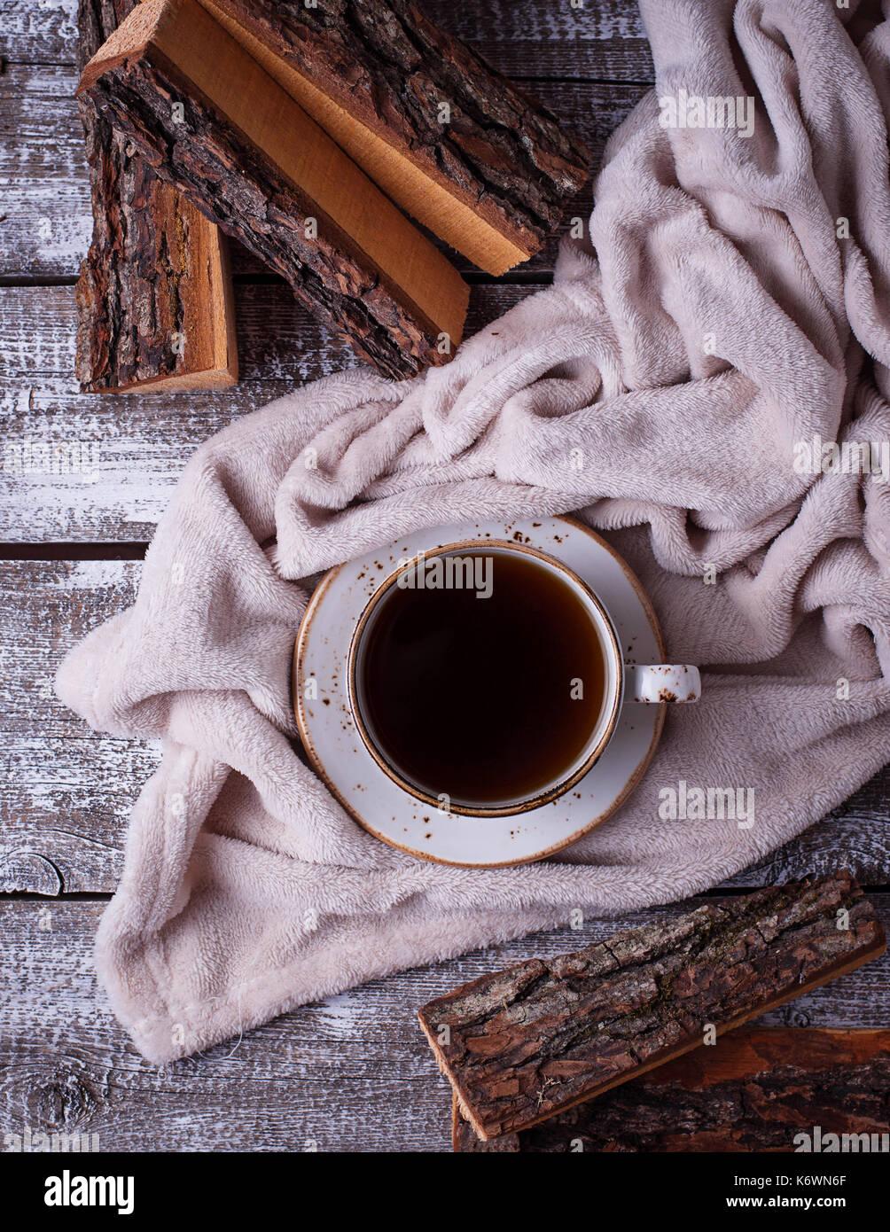 Kaffee und wickeln, gemütlichen Skandinavischen Home Interior Stockbild