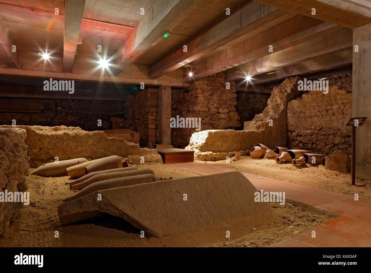 Frankreich, Gironde, Bordeaux, als Weltkulturerbe der UNESCO, des Martyrs de la Widerstand Square, dem Saint Seurin Basilika, archäologische Funde Stockbild