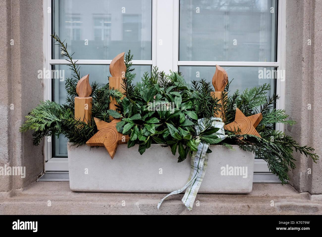 Weihnachten dekoration an der fensterbank der h user durch - Dekoration fensterbank ...
