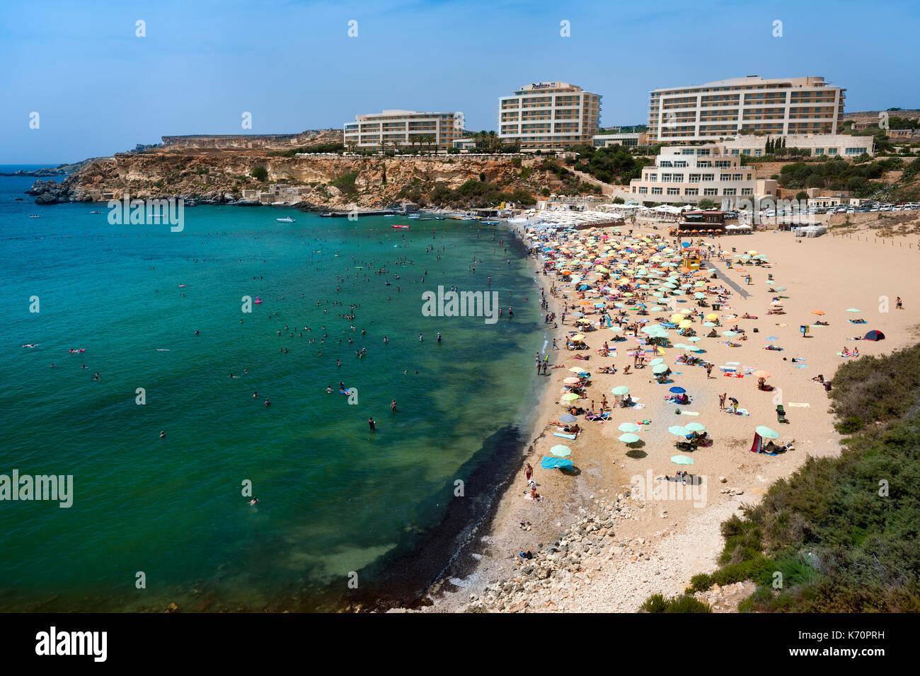Golden Bay Beach (ir Ramla tal mixquqa) an der Westküste von Malta. Stockbild
