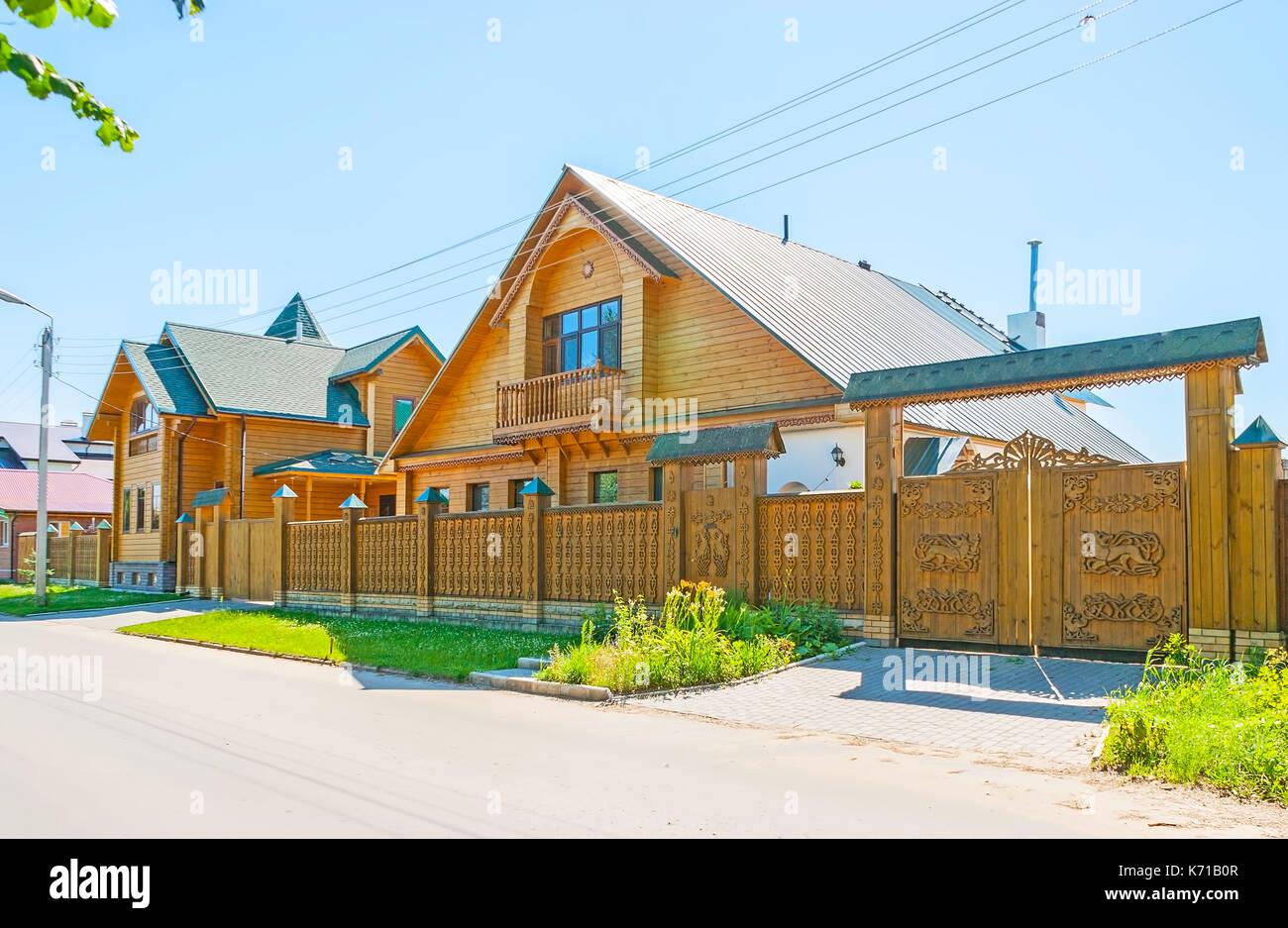 Die Moderne Fachwerkhauser In Susdal Mit Traditionellen Geschnitzten Tore Zaun Russland Stockfotografie Alamy