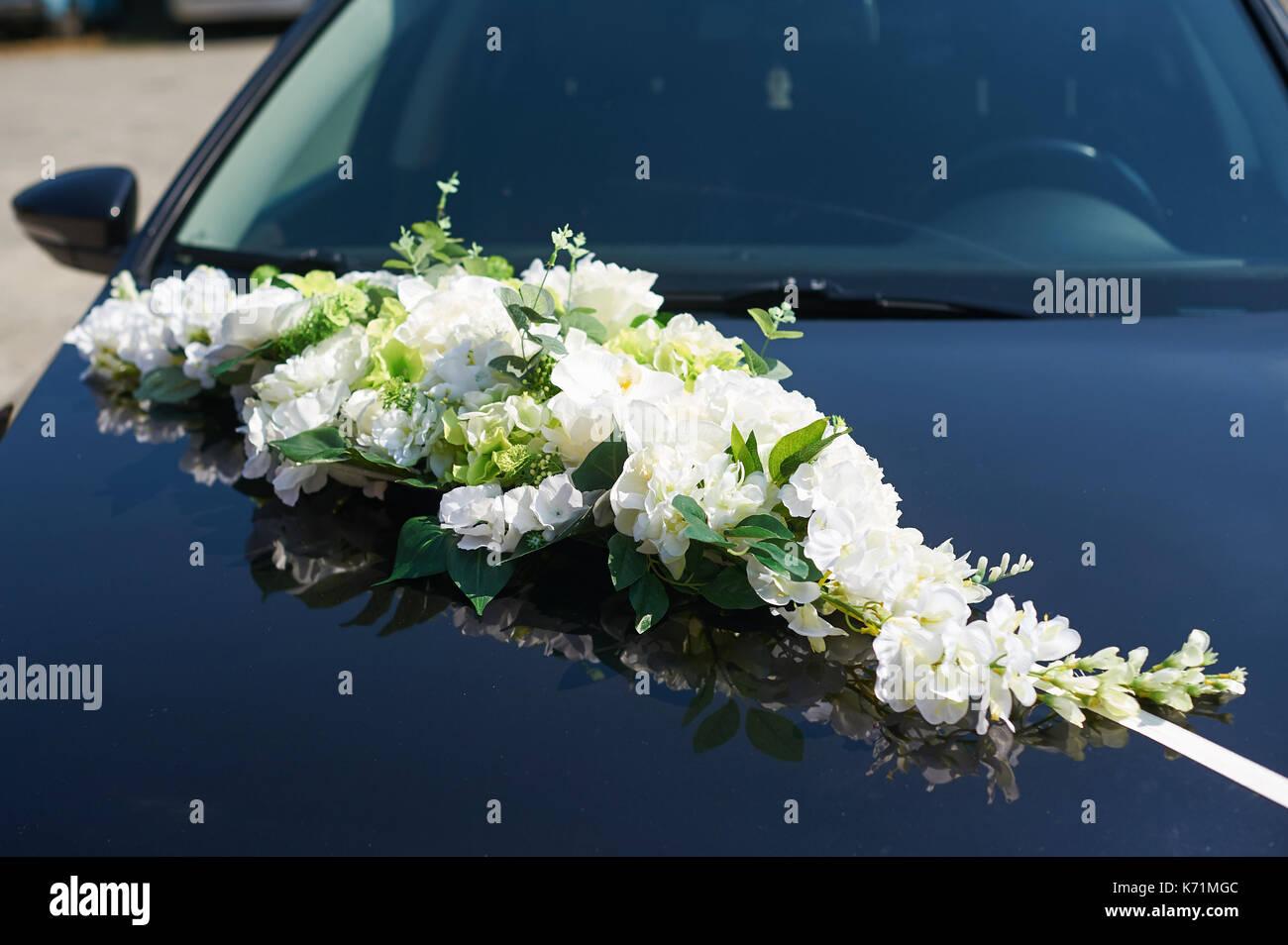 Mit Blumen Hochzeit Auto Der Braut Und Des Brautigams Eingerichtet