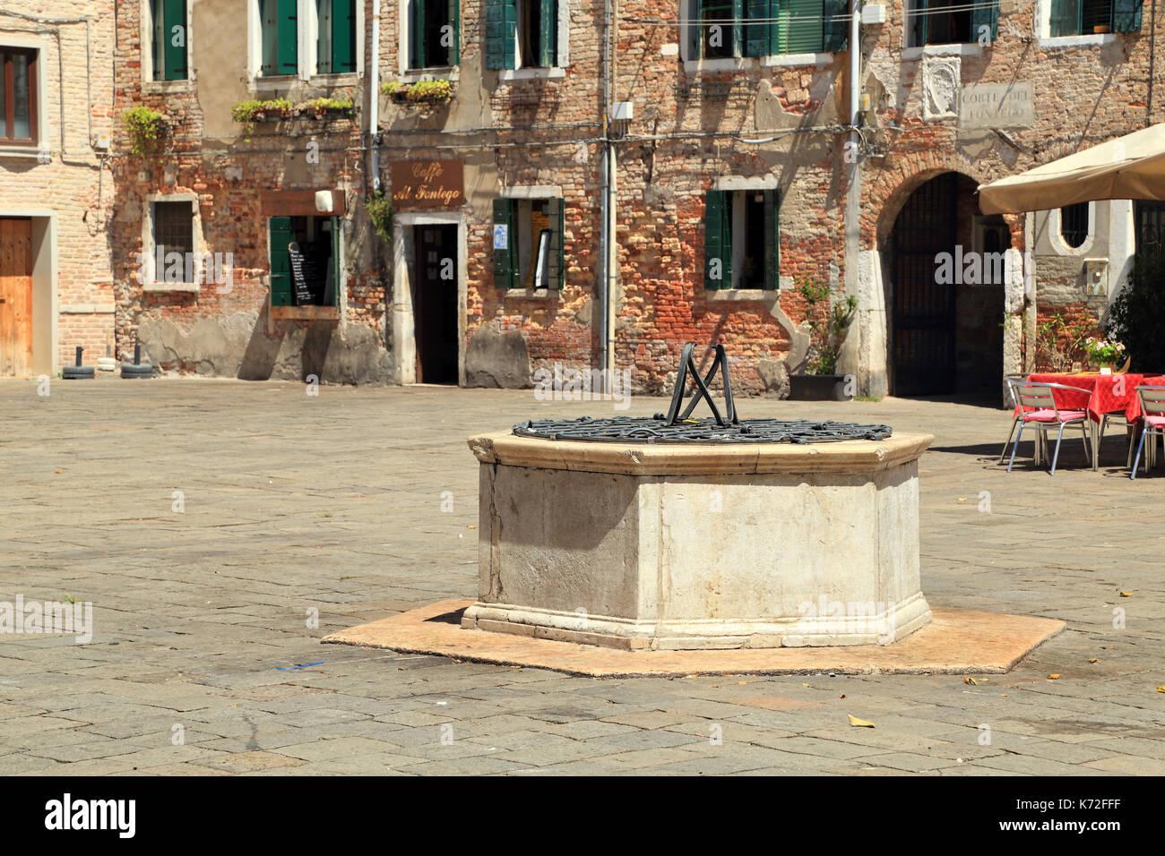 Pozzo Wasser gut am Campo Santa Margherita. Stockbild
