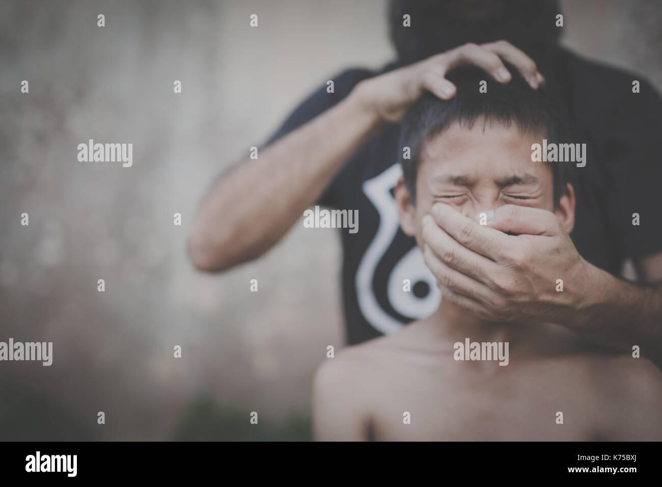 Menschenhandel, Stop missbraucht Kind Gewalt, Tag der Menschenrechte Konzept. Stockbild