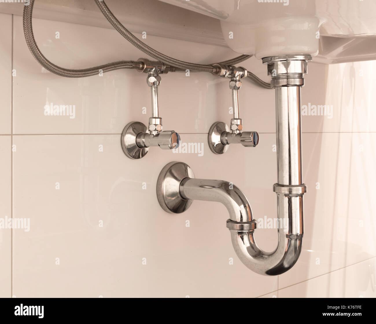 Waschtisch Siphon oder Abfluss im Waschbecken im Badezimmer, sauber ...