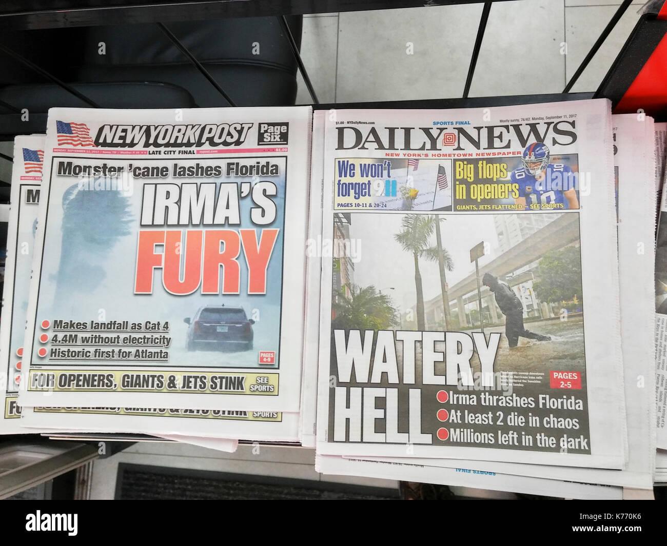New York Zeitungen berichten am Montag, den 11. September 2017 über die Auswirkungen des Hurrikans Irma und seiner Ankunft in Florida. (© Richard B. Levine) Stockbild