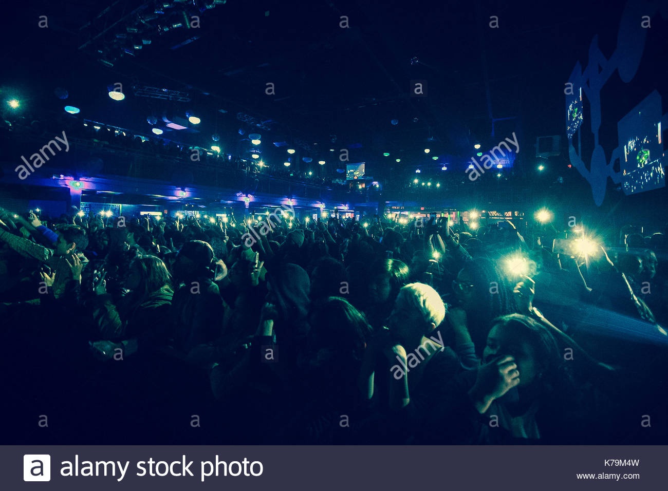 Fans. Jhene Aiko rockte die Bühne im E-Werk in Philadelphia mit ...