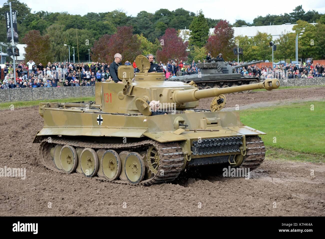 tiger tank demonstration im tank museum bovington nur der. Black Bedroom Furniture Sets. Home Design Ideas