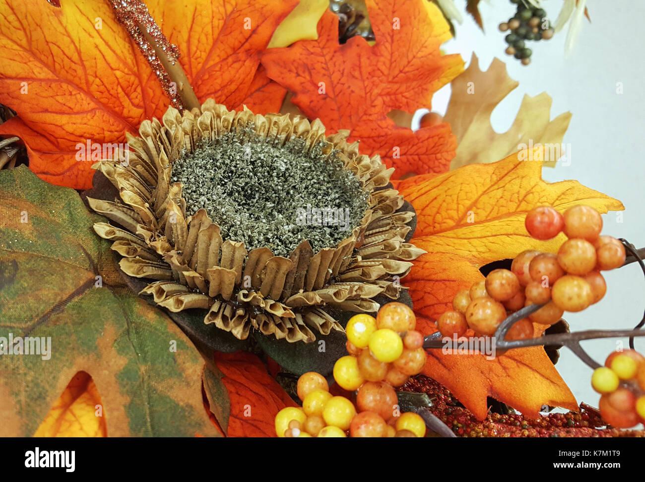 Zusammensetzung Bukett Von Getrockneten Blumen Beeren Und Blatter Herbst Herbst Dekor Stockfotografie Alamy
