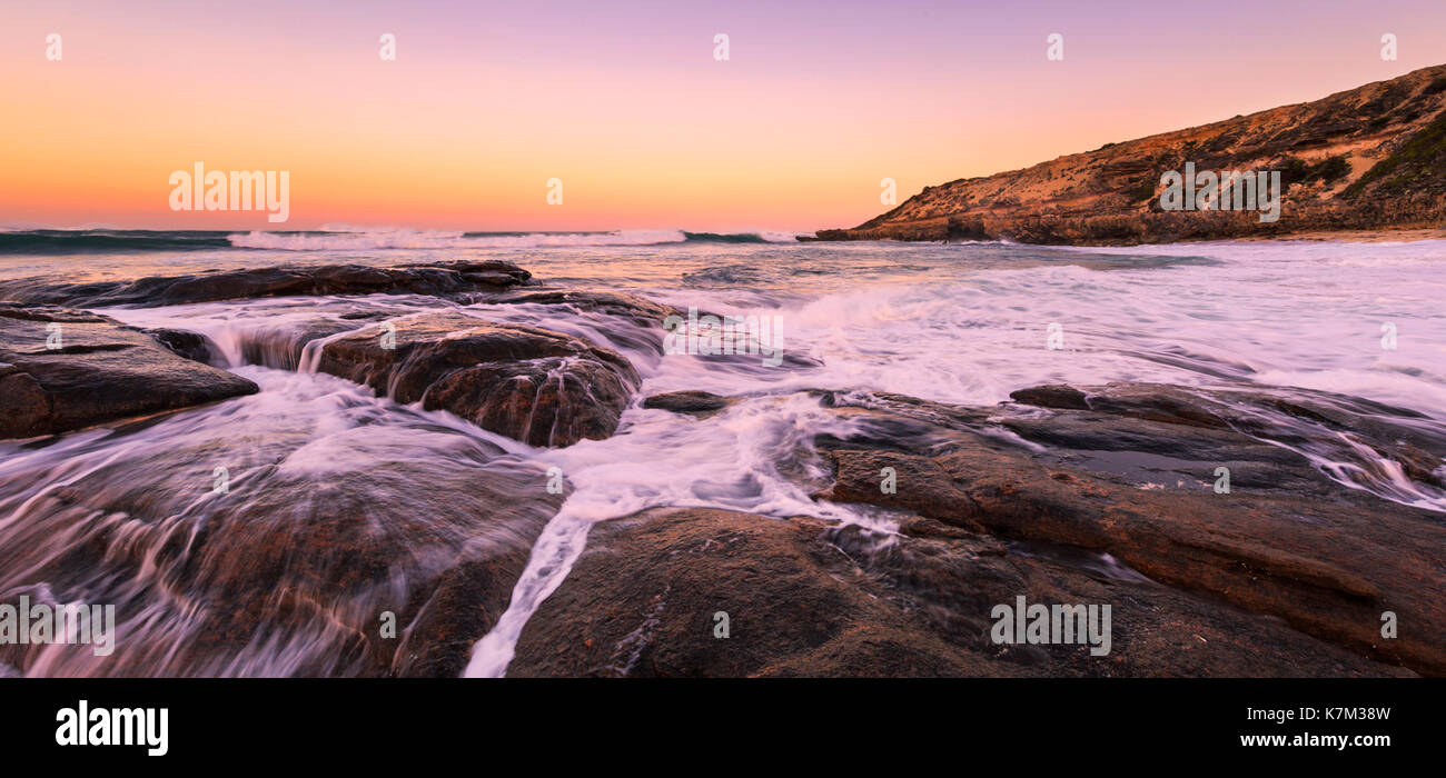 Sonnenaufgang am Prevelly Beach. Margaret River, Western Australien Stockbild