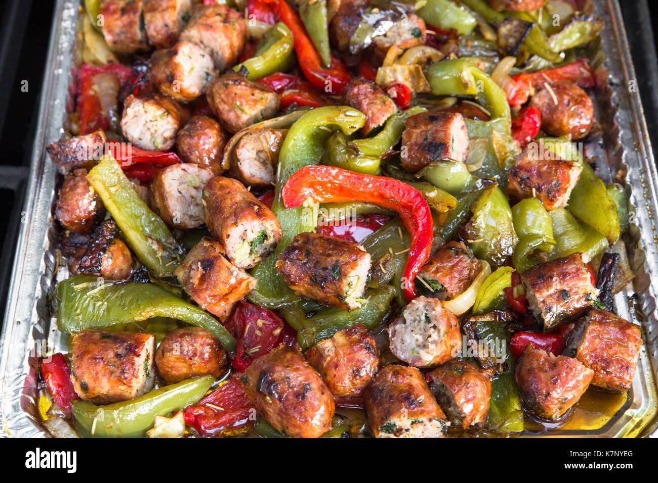 Italienische Küche von Wurst und Paprika Stockbild