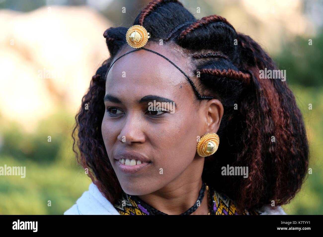 Eine Eritreische Frau Mit Traditionellen Frisur Stockfoto Bild