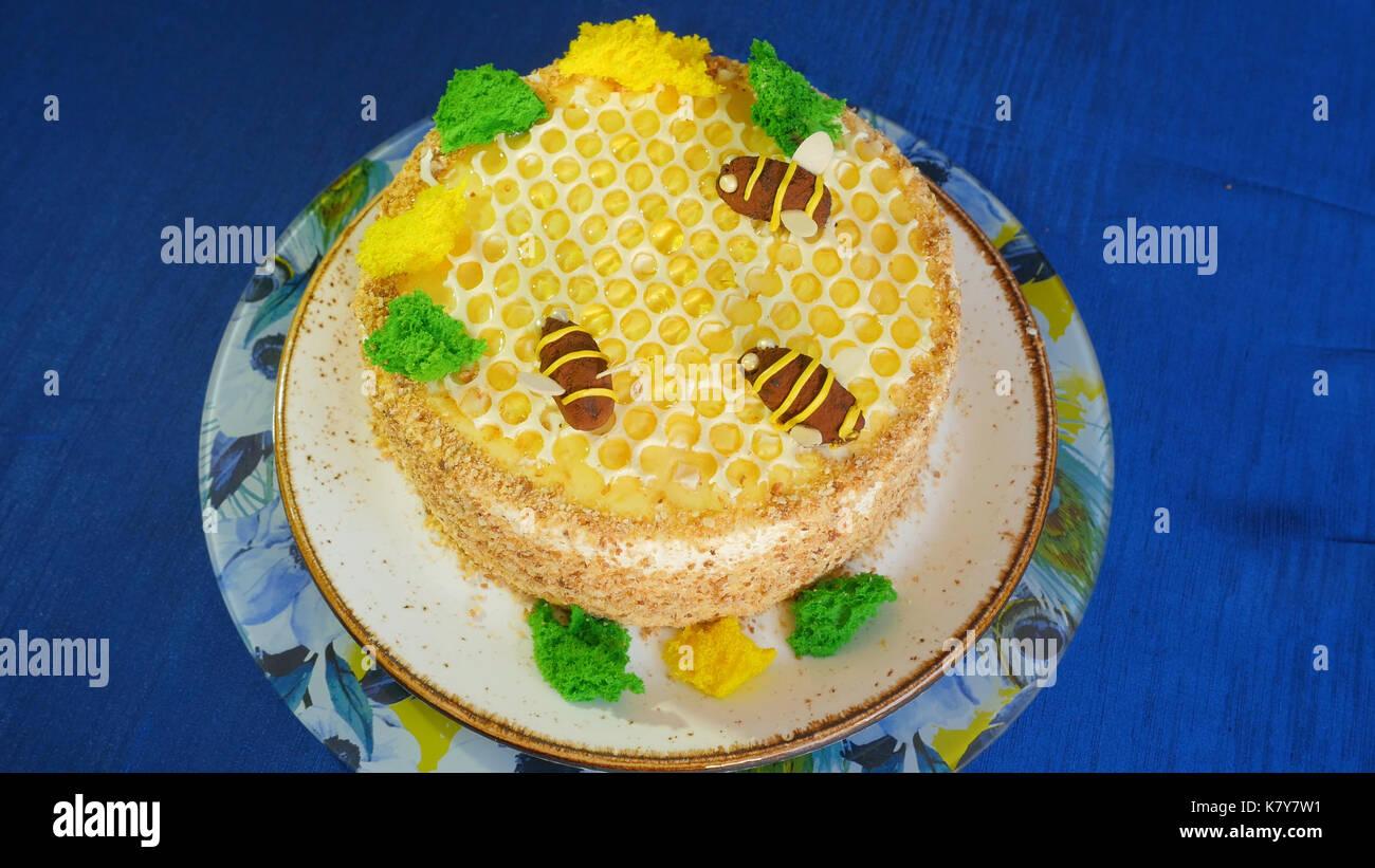 Schöne Honig Kuchen Mit Bienen Creme. Schöne Honig Kuchen