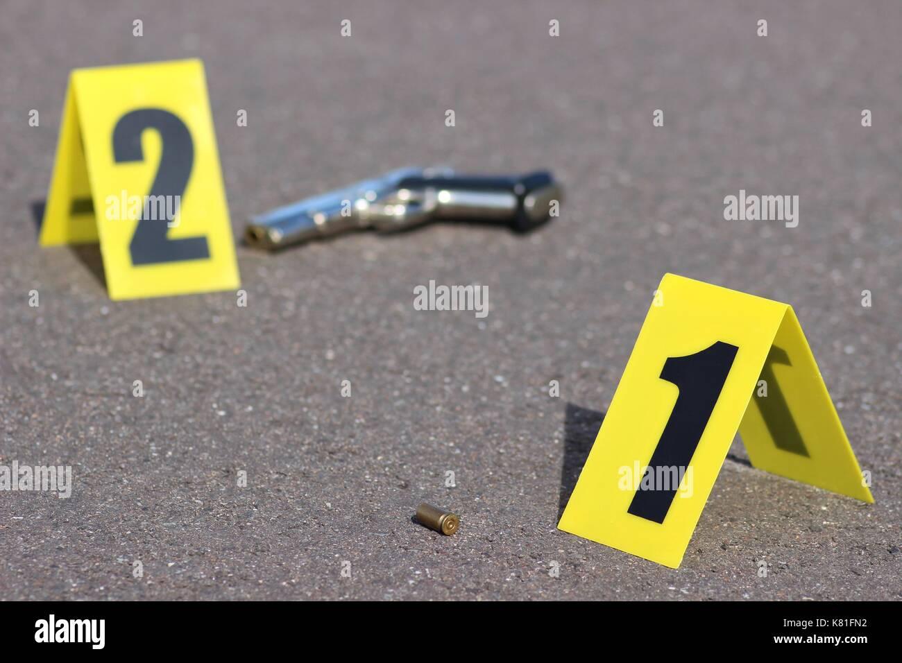 ID-Zelte am Tatort nach Schießerei Stockbild