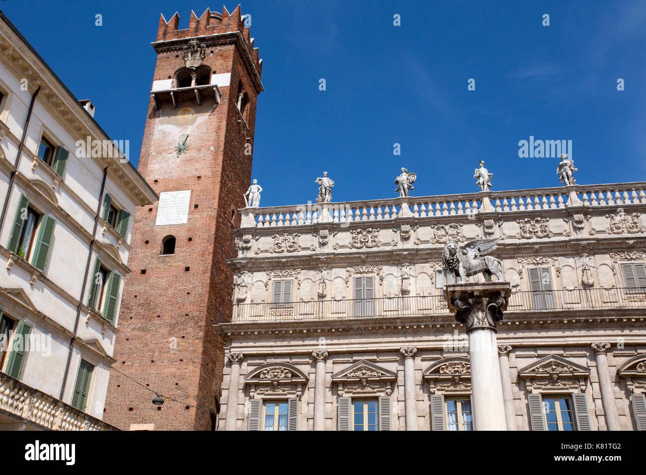 Piazza Delle Erbe und Colonna di San Marco, Verona, Italien Stockbild