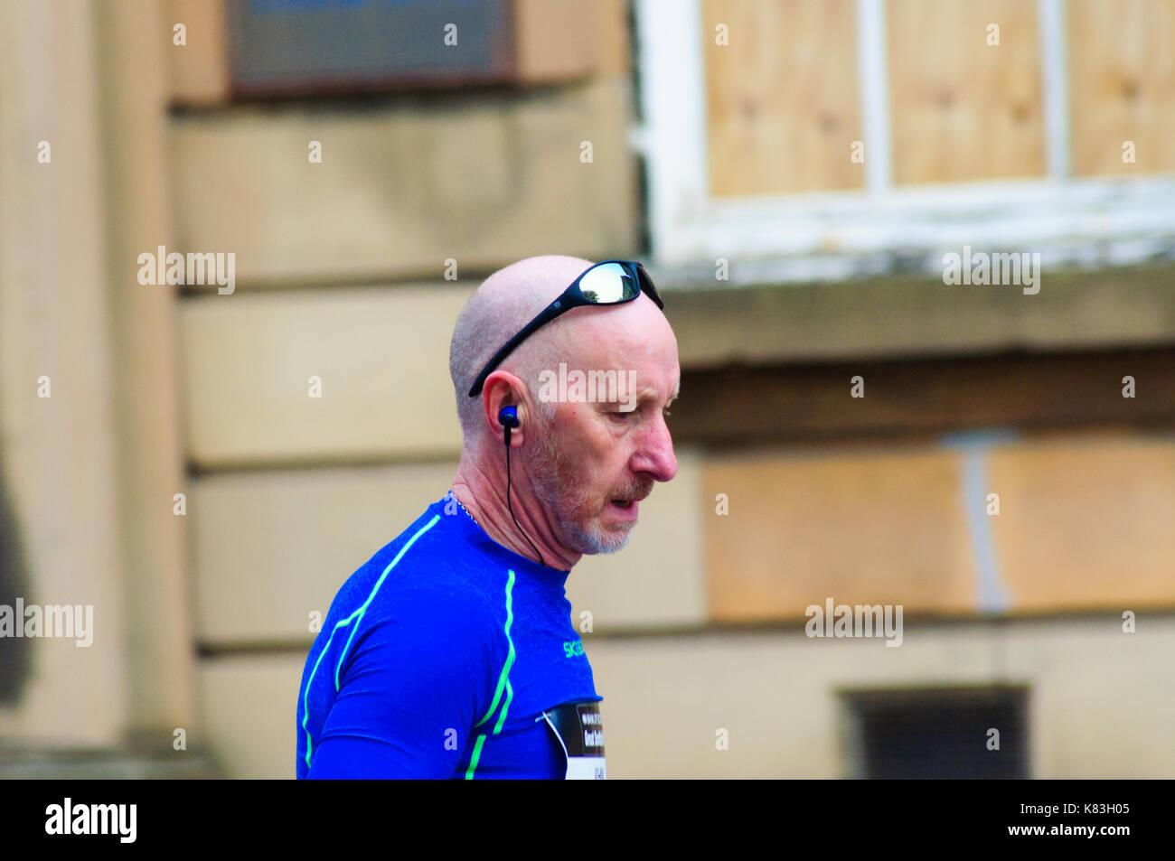 GLASGOW, Schottland - OKTOBER 2, 2016: Runner konkurrieren auf den Straßen der Stadt während der großen Schottischen Stockfoto