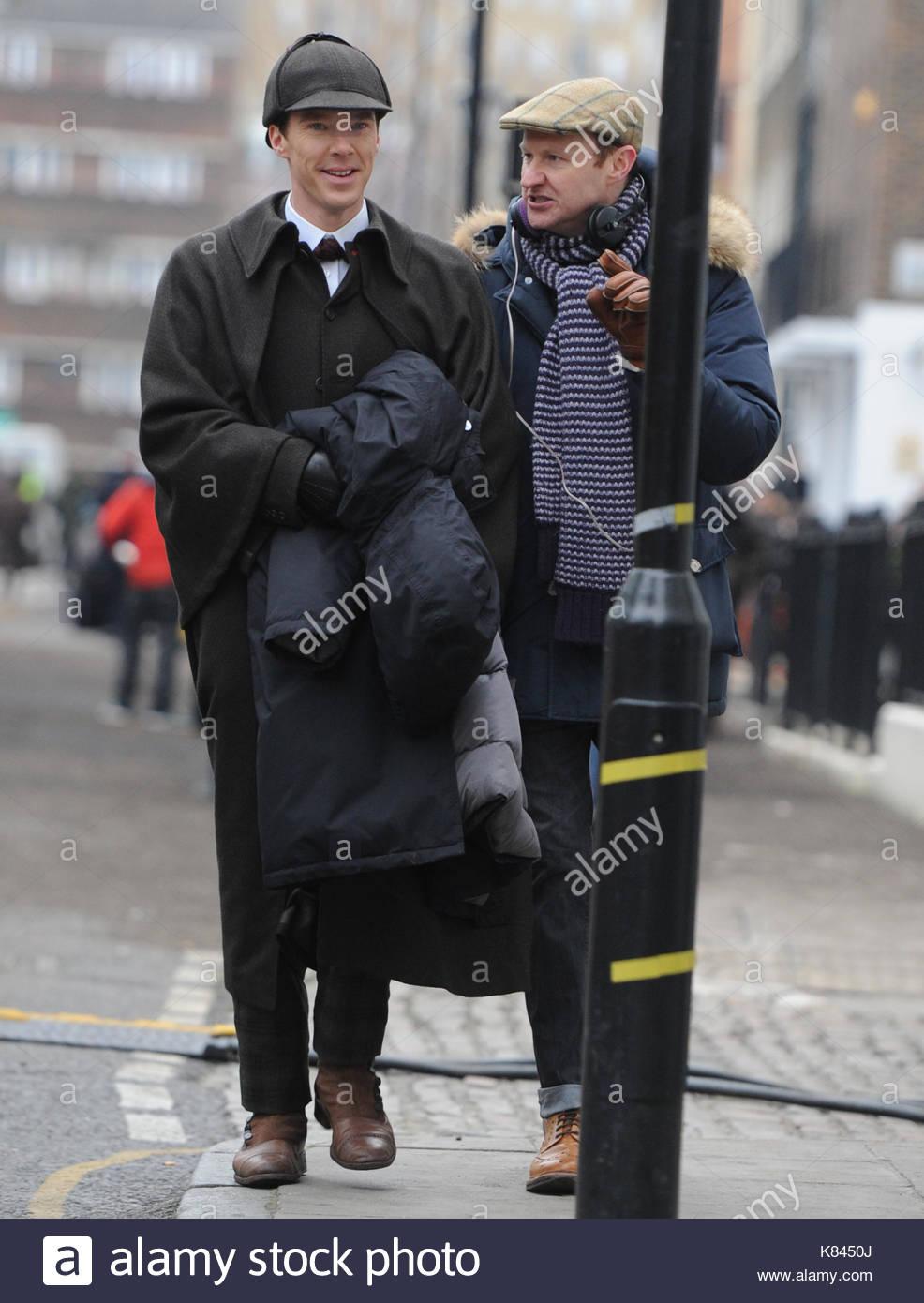 Benedict Cumberbatch und Martin Freeman in viktorianischen Kostümen ...