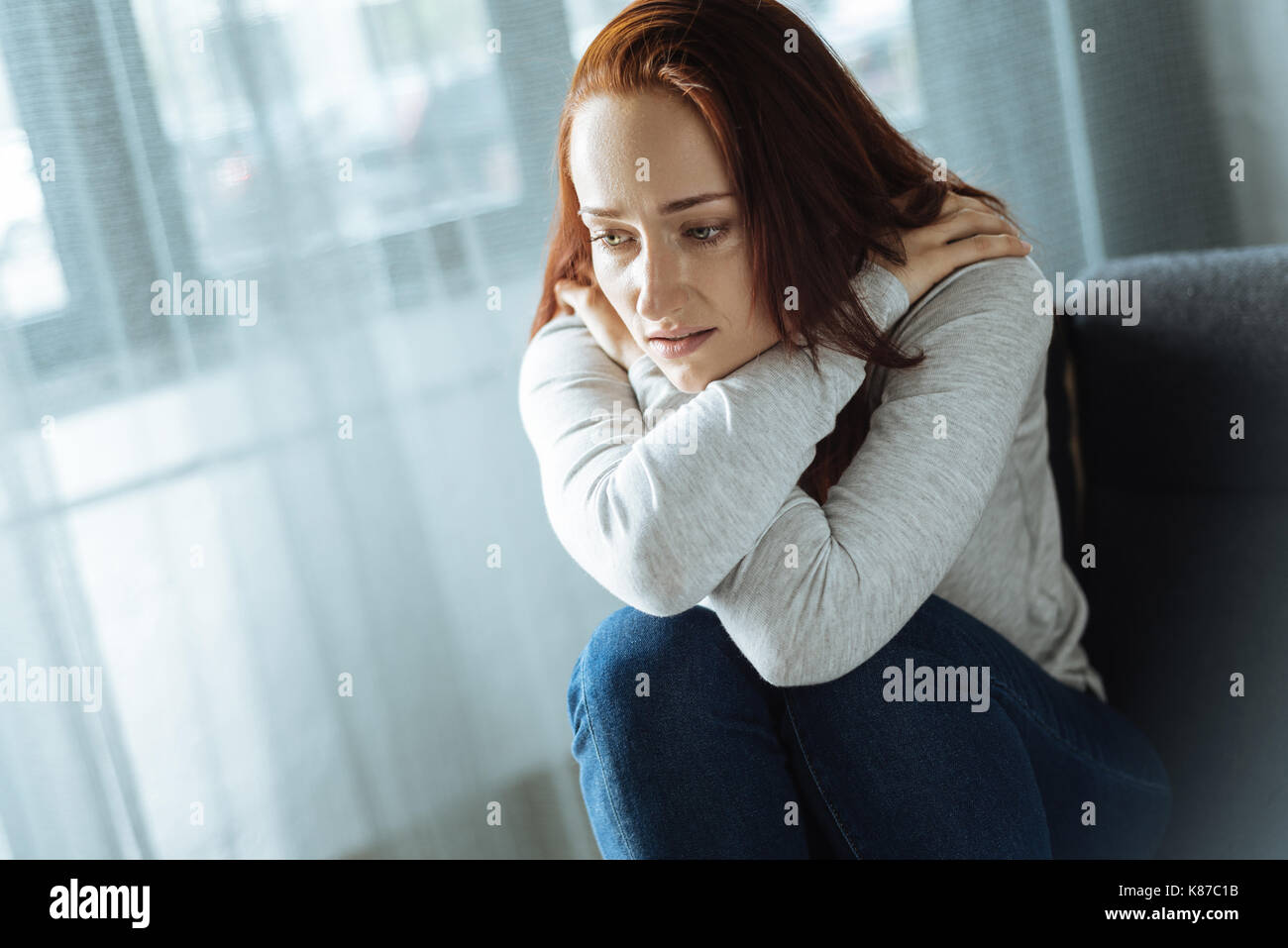 Düstere traurige Frau einsam Stockbild