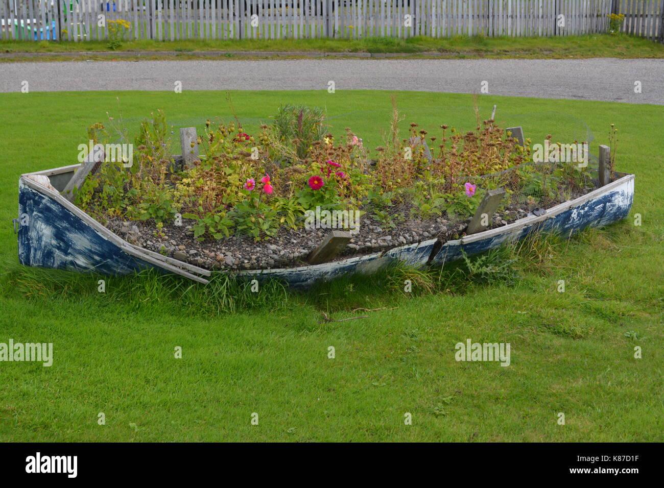 Alte Ruderboot Auf Rasen Als Blumenbeet Re Alternative