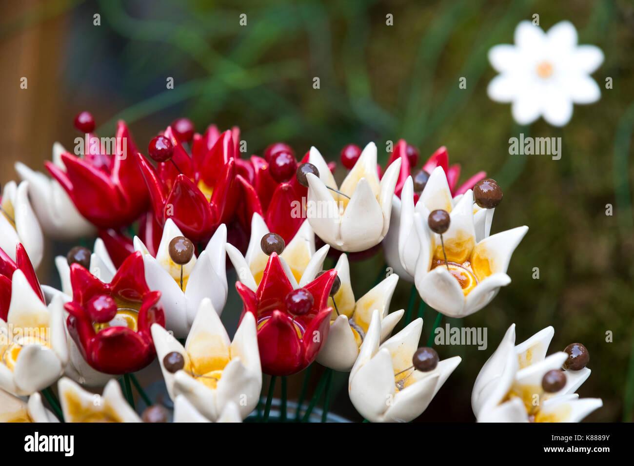 Traditionelle Ungarische Keramik Blumen In Gärten Und Blumentöpfe