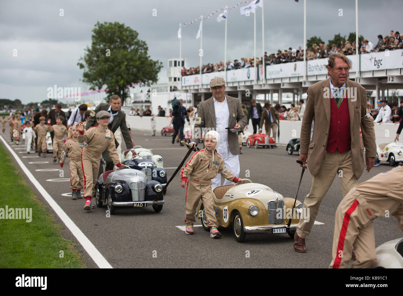 Settrington Cup Wettbewerb für Austin J40 Pedal Cars in Goodwood Revival 2017 Konferenz, Goodwood Rennstrecke, Stockbild