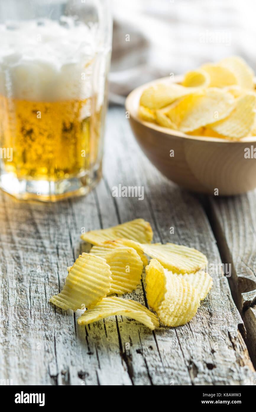 Knusprige Kartoffelchips. Gesalzene Kartoffelchips. Stockbild