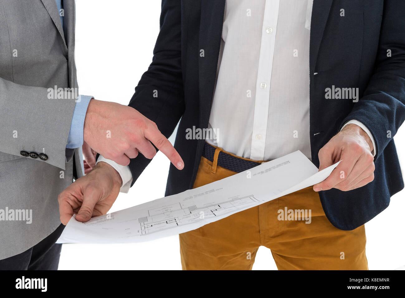 Immobilienmakler, Haus Pläne zu einem Geschäftsmann. Stockbild