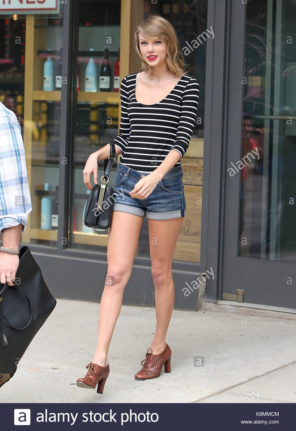 Taylor Swift. Taylor Swift trägt kurze Hosen und zeigt ihre langen Beine,  während die Turnhalle in New York City zu verlassen. 1fb7c41255