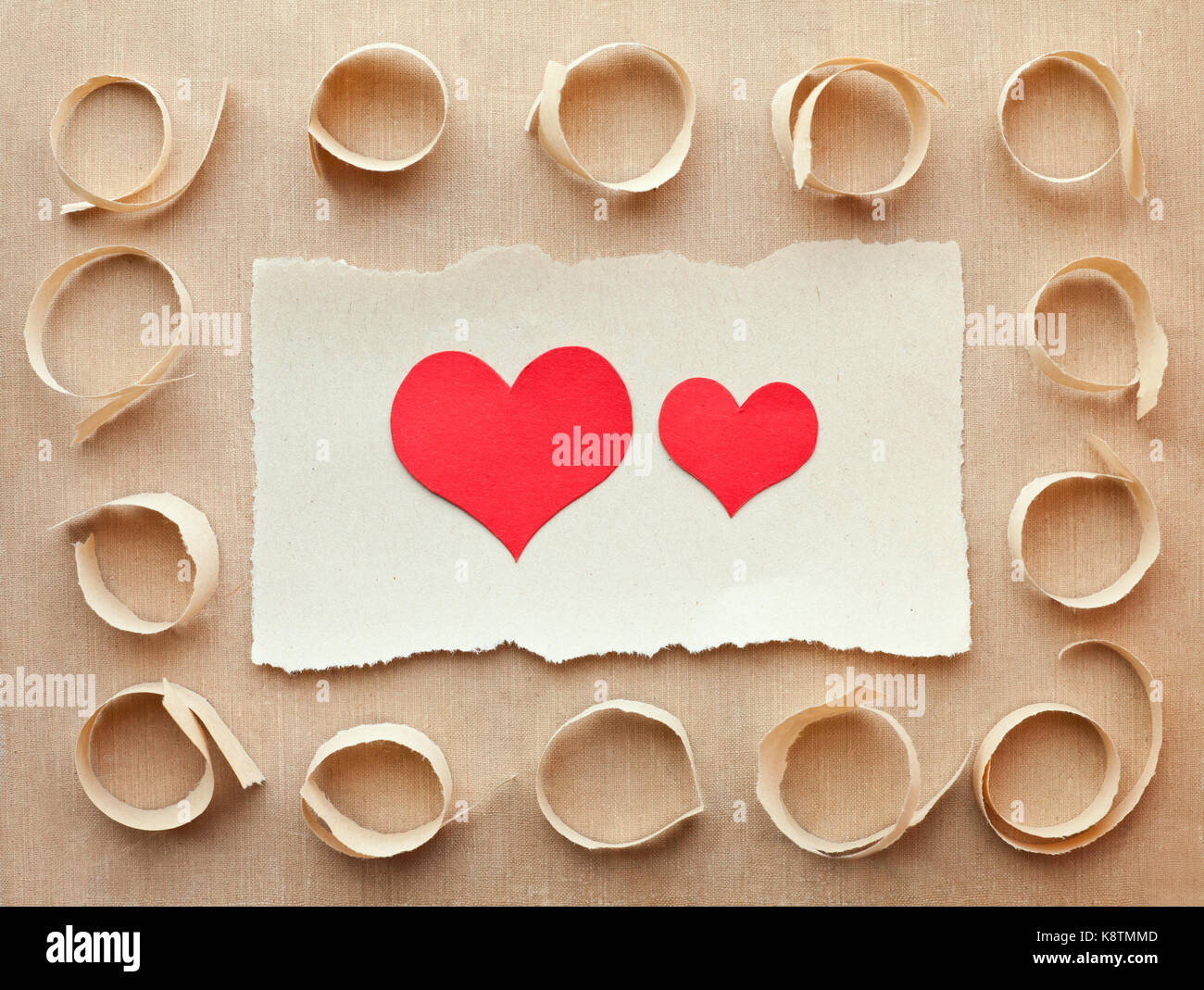 Handgefertigte Karte Aus Zerrissenen Papierstückchen. Schreiben Liebe.  Valentinstag Stockbild